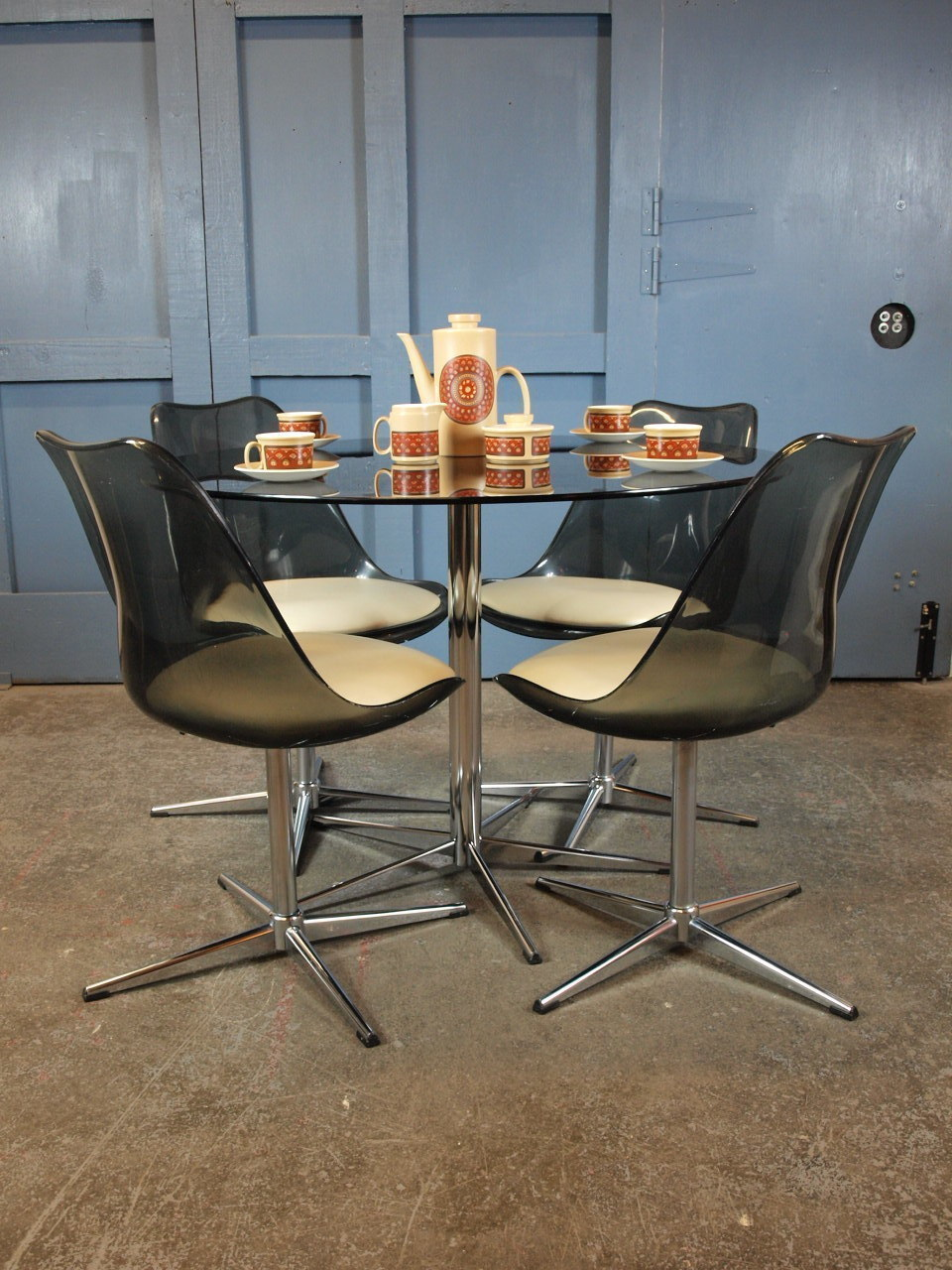 Mid Century Vintage 1960s 70s Round Glass And Chrome Dining Table And Four Tulip Swivel Chairs Heals Vinterior