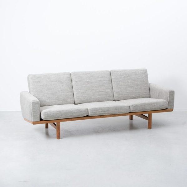 Hans Wegner For Getama Ge236 Sofa