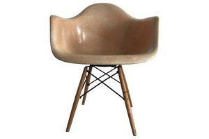 Thumb first edition charles eames paw chair swivel fibreglass shell dowel leg birch charles eames 0