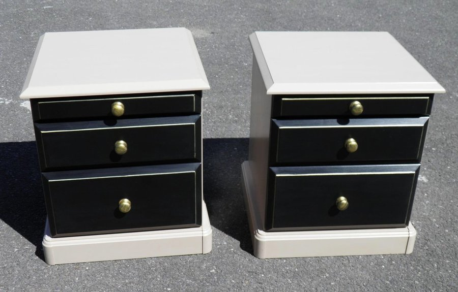 A Pair Of Vintage Bedside Chests photo 1