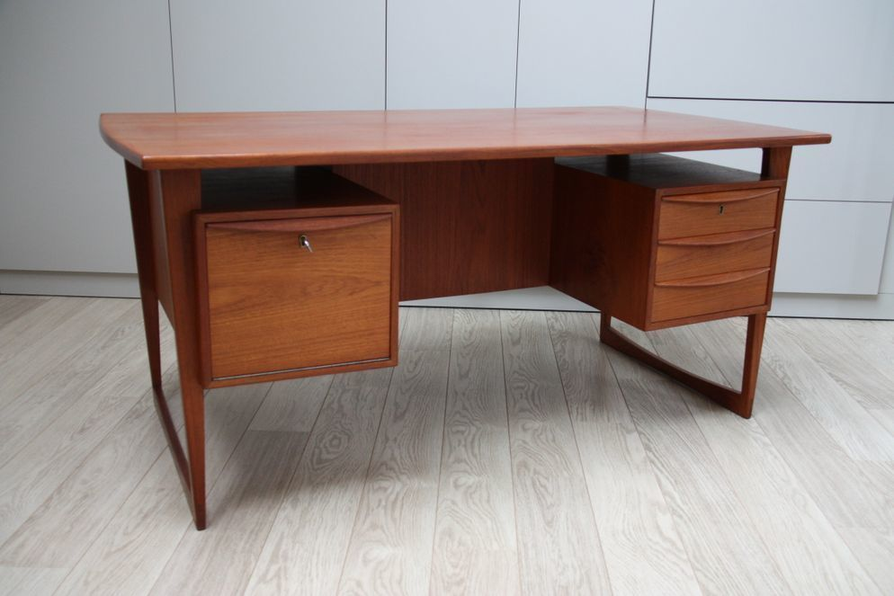 Vintage Desk In Teak With Runner Frame Model 88 Designed By Svend