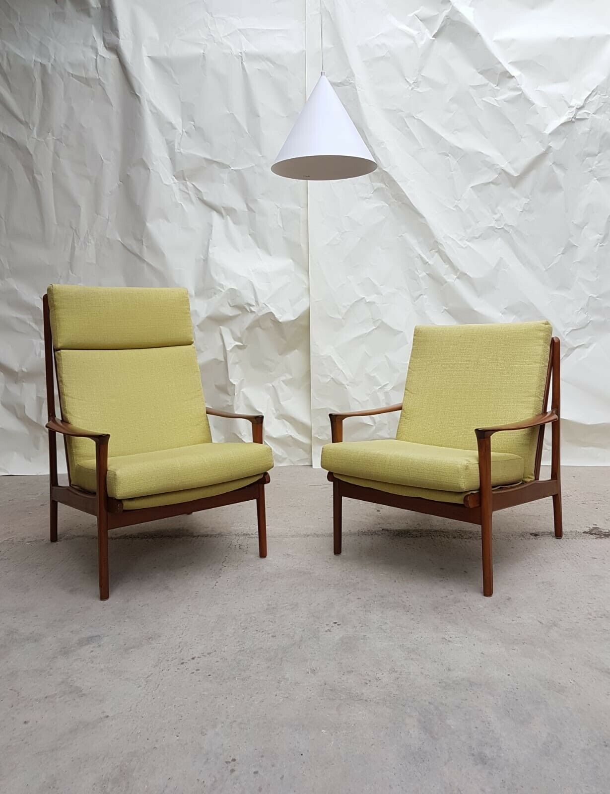 Image of: Vtg Mid Century Pair Of Australian Teak Linen Lounge Chairs Armchairs Retro Vinterior