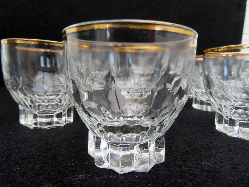 Five beautiful little French vintage liqueur glasses Moroccan design decorated with white design and a gold rim