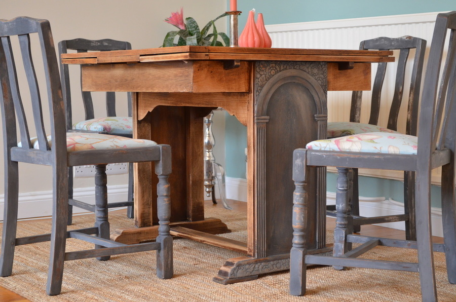 Vintage Dining Set With Table And Four Chairs