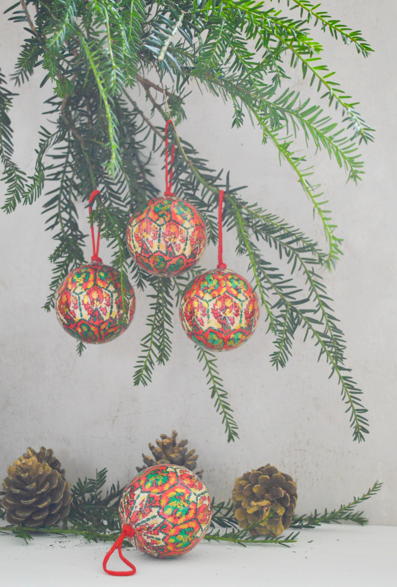 Vintage Set Of 3 Christmas Tree Ornaments Bauble Ornaments Red Green Gold White Ready To Hang 3 Colourful Vintage Christmas Balls Vinterior