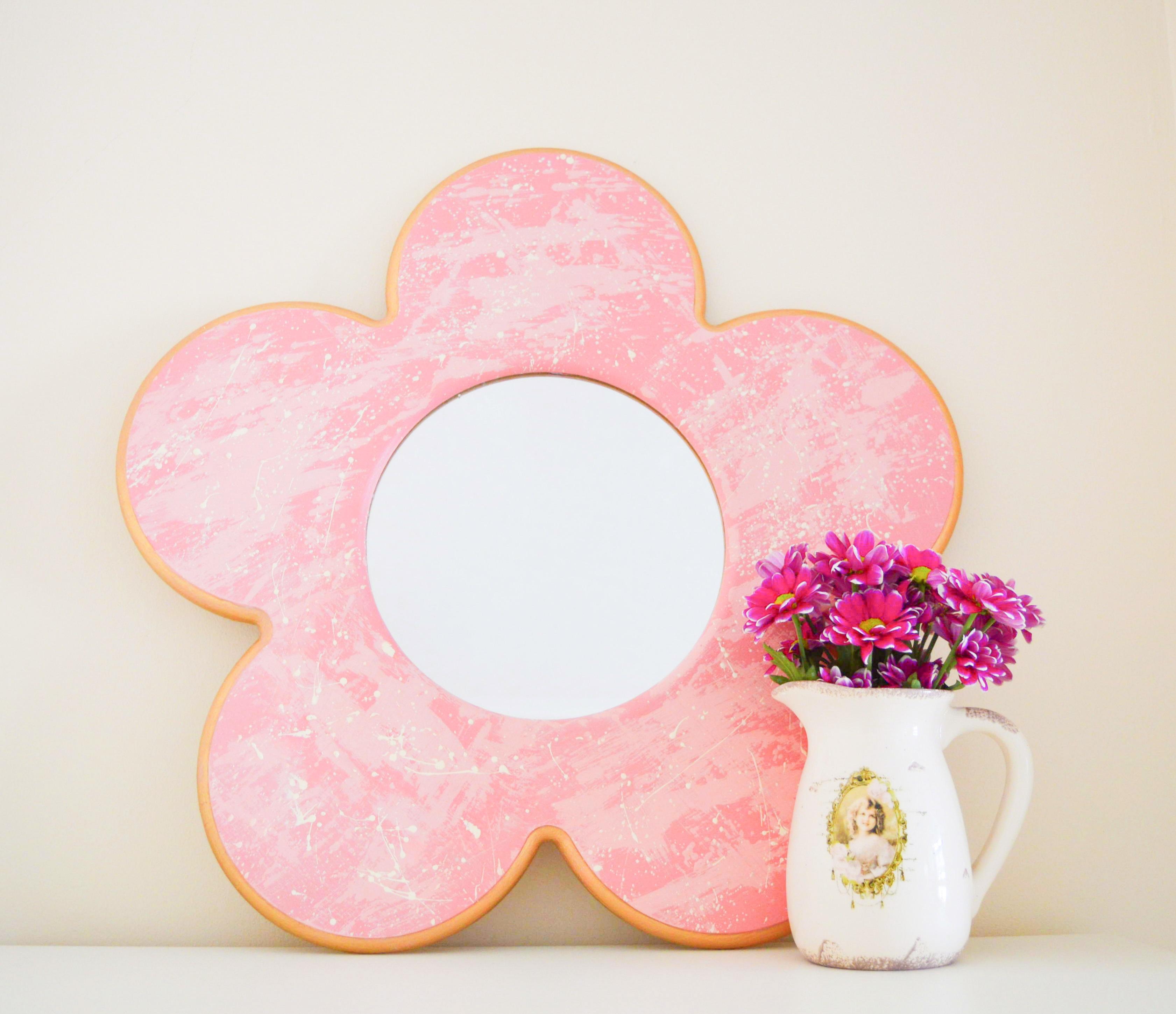 Splat Groovy Pink Daisy Flower Mirror