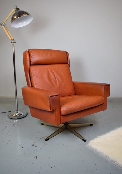 Mid Century Retro Danish Georg Thams Red Leather Swivel Lounge Arm Chair 1970s