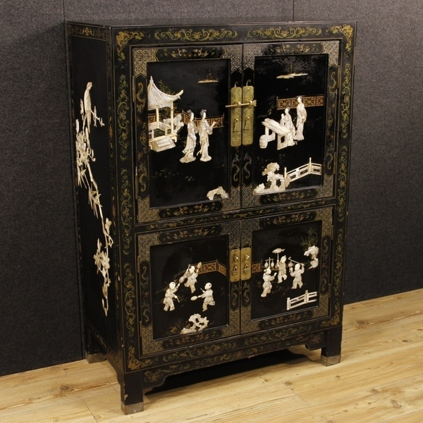 French Lacquered Chinoiserie Sideboard With 4 Doors