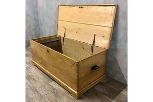 Thumb pine blanket chest vintage unknown 0