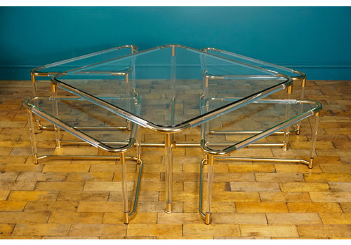 Mid Century Lucite Coffee Table With 4 Nesting Tables C.1970s