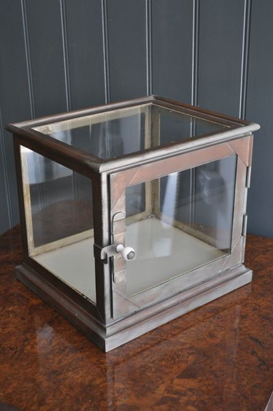 Glazed Medical Vitrine