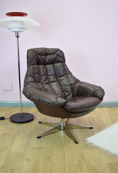 Mid Century Retro Danish Brown Leather Swivel Armchair By H.W. Klein For Bramin