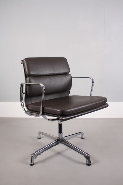 Vitra Eames Ea208 Soft Pad Chair photo 1
