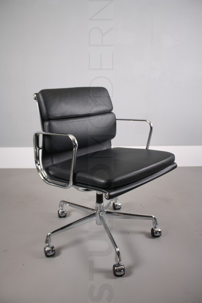 Vitra Eames Ea208 Soft Pad Chair