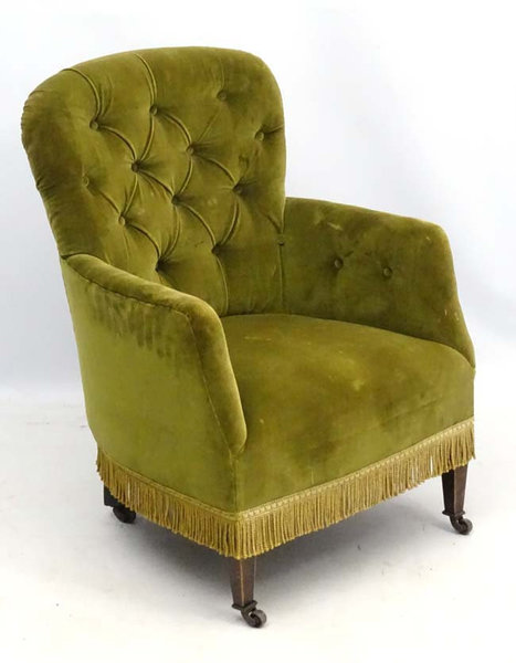 Antique Victorian Button Back Tub Armchair In Pretty Shape For Upholstery Project